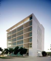 EDIFICIO DE OFICINAS Y LOCALES COMERCIALES